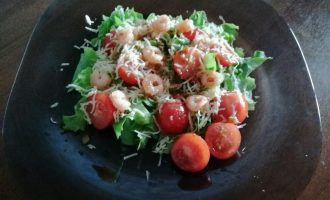 Рецепт тёплого салата с креветками