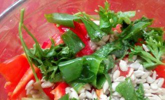 Невестка взялась за здоровое питание и научила интересному салату из бобов и овощей, делюсь рецептом