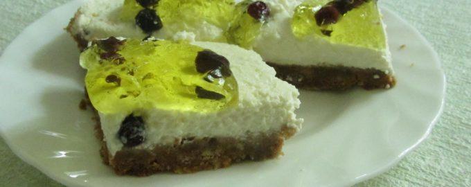 Торт «Сыроед» с солёным арахисом и желе. Не требует выпечки, в меру сладкий и не жирный