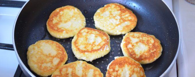 Разучила новый «безопасный» рецепт сырников без муки и сахара. Всей семье понравились и даже худеющей невестке