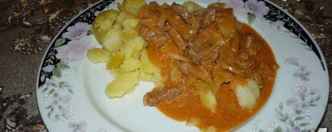 Как я готовлю «бефстроганов из говядины». Главное — это подлива: сильный томатный вкус с нежным сливочным оттенком