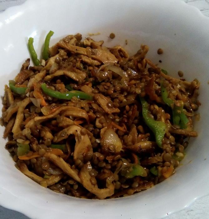 Кисло-сладкий салат из чечевицы
