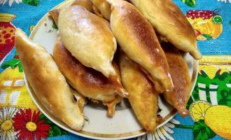 Пирожки с капустой в духовке из дрожжевого теста. Лёгкие в приготовлении