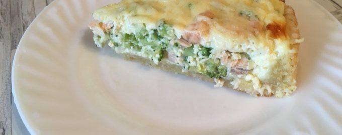 Открытый пирог с красной рыбой и брокколи, как в кулинарии. Готовить не хлопотно, а закуска отменная