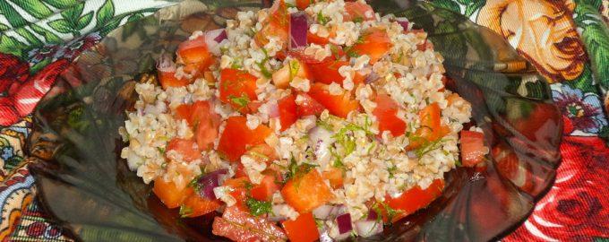 Рецепт веганского салата из полбы и помидоров