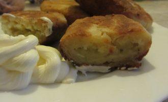 Простой рецепт жареных творожных пирожков с картошкой