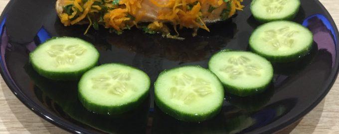 Запеченный лосось с морковным салатом
