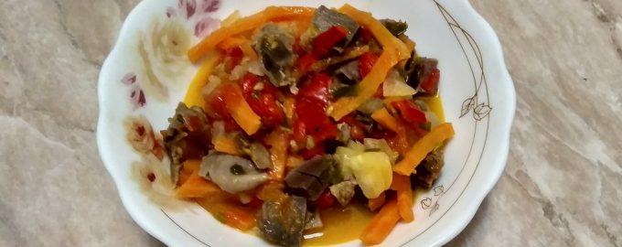 Селянский салат. Весьма прост, но его ингредиенты вместе создают очень приятный и новый вкус