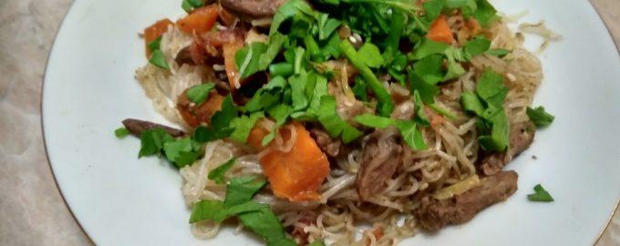 Китайский салат из куриныx потрошков. Мне понравился сразу. Дорогой вкус из простых продуктов