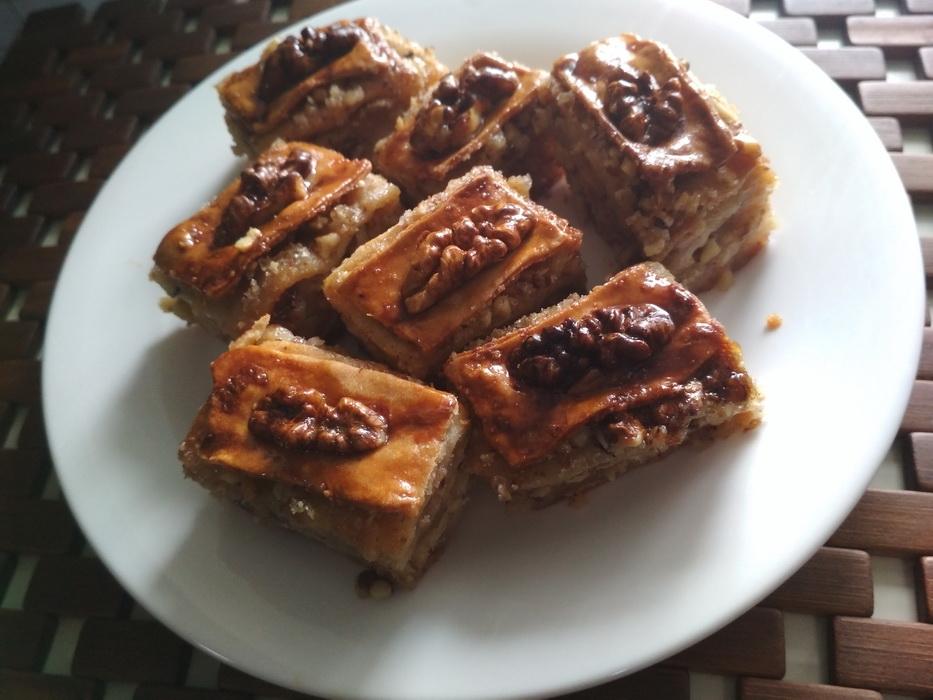 Мой старый рецепт «Пахлавы из Одессы». До сих пор считаю его лучшим: сладость получается в меру сладкая, но сочная