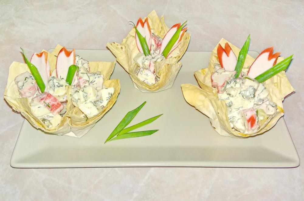 Крабовый салат «Нежность» (дочка научила оригинальной подаче, сама бы не догадалась)