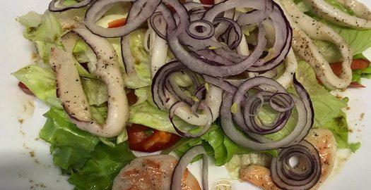 Специально разобрала ресторанный салат на «атомы» и теперь у меня есть свой рецепт японского шедевра из морепродуктов