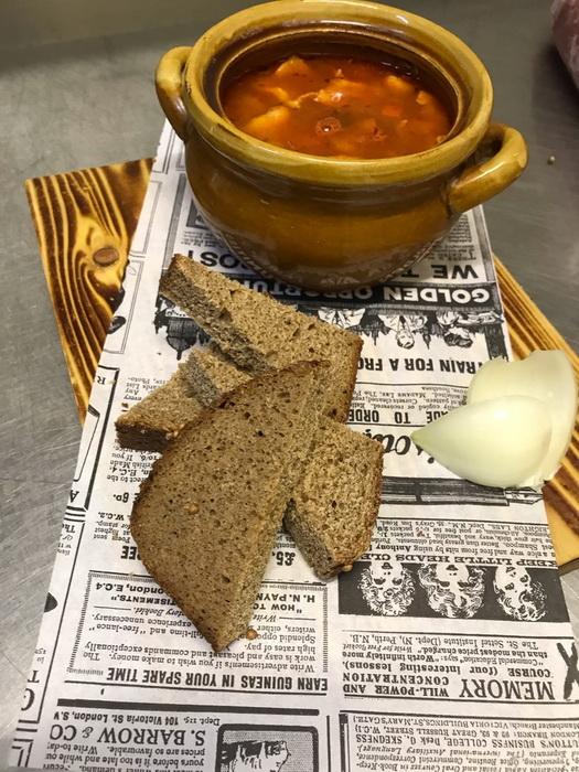 Суп-гуляш с нежной говяжьей вырезкой. Название и продукты родные, а вкус удивляет