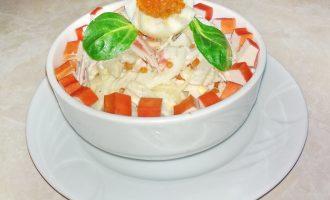 Салат с кальмаром и крабовыми палочками – люблю его готовить к празднику