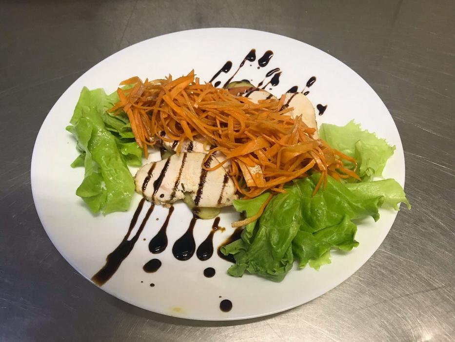 Турецкий «Пряный салат с курицей» и корейской морковью. Заморский вкус из простых продуктов
