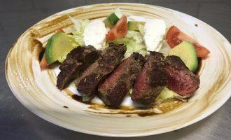 Салат с «Филе Миньон» - простой, но дорогой, ведь сочетание вкусов отменное