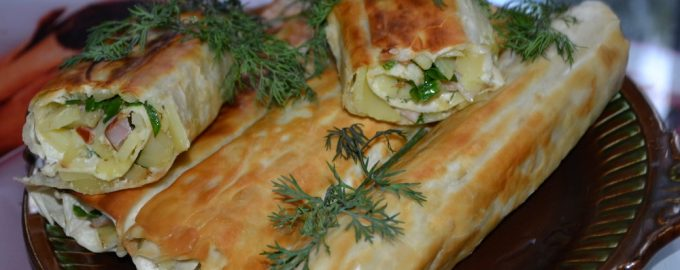 Трубочки из лаваша с картофелем и беконом