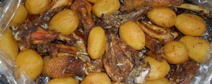 Курочка с картошкой, запеченная в рукаве