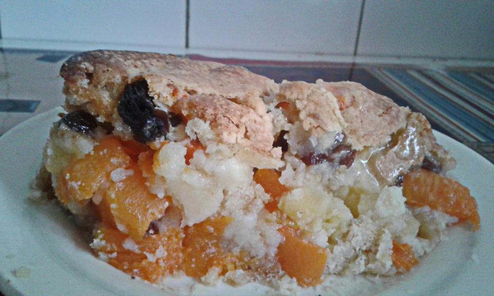 Пирог с тыквой, яблоками и сухофруктами