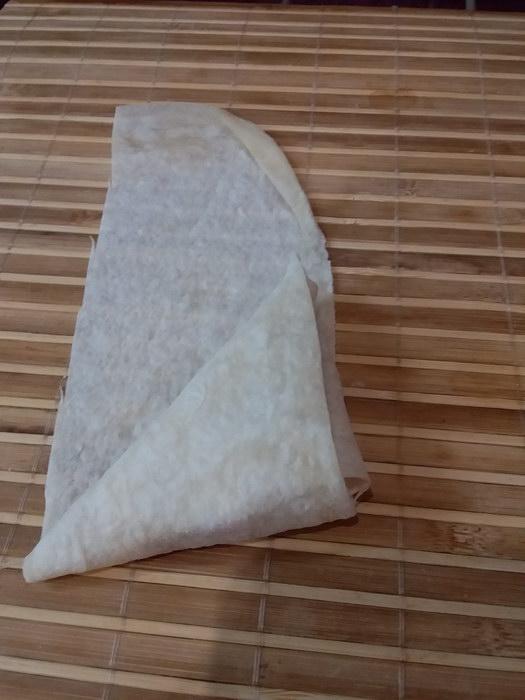 Скручиваем формируя треугольник