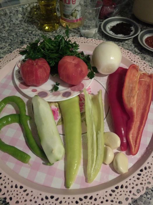 Все овощи помыть и почистить от кожуры