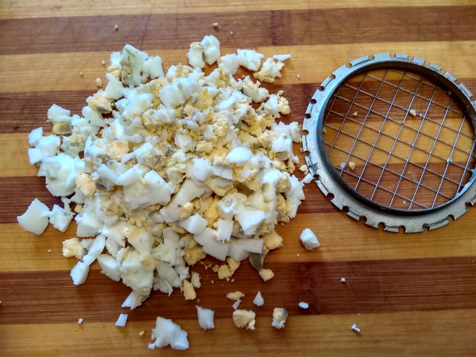 Измельчаем яйца