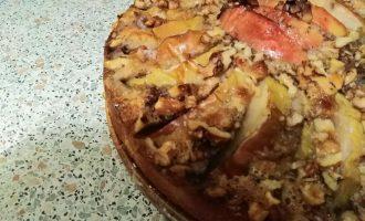 Яблочный пирог с орехами и тёртый маслом, просто тает во рту!